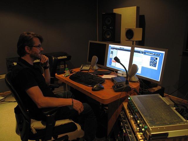 sound studio 92384 640 - אולפן הקלטות ביתי - במה זה כרוך? טיפים להקמת אולפן ביתי!