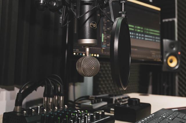 studio 4065108 640 - 5 סיבות למה לא כדאי להקליט שיר בבית שלכם