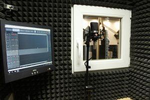 microphone 3527161 640 300x200 - אולפן הקלטות ביתי - במה זה כרוך? טיפים להקמת אולפן ביתי!