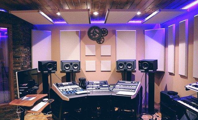 music 1290087 640 - איכות ההקלטה: האם יש הבדל בין מיקרופון באולפן למיקרופון בטלפון?